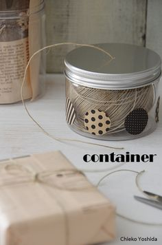 """セリアのアルミ蓋付き容器を使ったアイデア。  頻繁に使わなくても、""""紐""""は生活の中でやっぱり使うもの。 容器に入れておけば、汚れないし、絡まない。"""