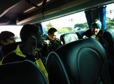 """""""Tras el avión, en ruta con el @xuven, en bus a Tarragona en busca de una victoria!"""""""
