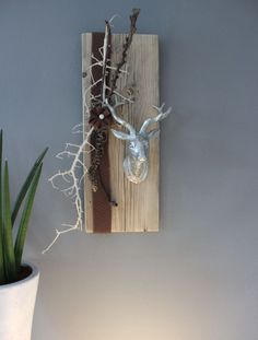 - wall decoration made of old wood! Old board processed decorated with natural . Arte Floral, Old Wood, Wood Table, Candle Sconces, Bottle Opener, Diy And Crafts, Wall Lights, Creations, Art Deco