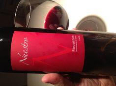 Nuestro Crianza 2008 od Diaza Bayo z Ribera del Duero fajnym winem jest! Skoncentrowane (pięknie płacze), o niskiej kwasowości, czerwony owoc, wanilia, dość krótka końcówka, która nie przeszkadza. Świetnie sie pije samo lub do jakichś żakąsek drobnych. Polecam, tym bardziej że nie drogo (ok. 35 zł w dobrewina.pl).