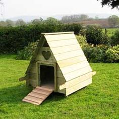 Hobby Duck House for up to six ducks. Simple, well made robust wooden Duck Housing. Goose House, Duck Coop, Poultry House, Chicken Runs, Clean Chicken, Mini Farm, Fancy Houses, Wood Pallets, Pallet Wood