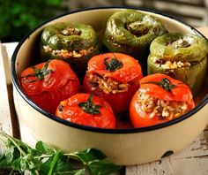Not just for fasting, this vegetarian dish is a year-round favorite for most Greeks. Legend has it that stuffed vegetables are tastier if eaten the next day; A Food, Good Food, Yummy Food, Greek Dishes, Main Dishes, Carolina Rice, Recipe For 4, Mediterranean Recipes