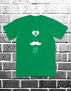 Moustache x ilovegraffiti. Puedes comprarla en: http://www.ilovegraffiti.es/producto/camiseta-moustache-x-ilovegraffiti/
