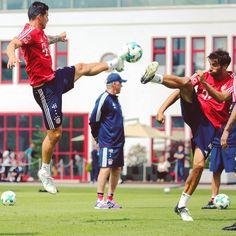 🥋⚽😉 @jamesrodriguez10 @javi8martinez #MiaSanMia #ServusJames #FCBayern #James #Ancelotti #Martinez #Javi #JamesRodriguez #kungfu #training #munich #München