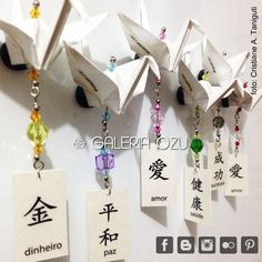 Tsuru magnet with kanji tag...  #galeriaozu #origami #origamiart #origamidecor #indaiatuba #saopaulo #sp #magnet #ima #tsuru #crane #papel #paper #paperart #papercrane #dobradura #folding #paperfolding  #tag  #refrigeratormagnet #kanji #ideograma #ideogram #artesanato