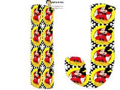 Oh my Alfabetos!: Alfabeto de Mickey sobre fondo con lunares.