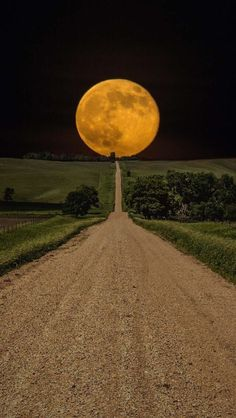 Sometimes, you get lucky and a great shot presents itself to you. However, you shouldn't resort to Photoshop! Beautiful Moon, Beautiful World, Beautiful Places, Beautiful Roads, Beautiful Wife, Photoshop, Dakota Do Sul, South Dakota, North Carolina