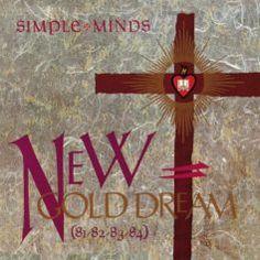 """Simple Minds :: New Gold Dream (81–82–83–84) - Jim Kerr skandiert """"81! 82! 83! 84!"""", und wir fragen uns: Welcher Sänger ruft heute noch optimistisch Jahreszahlen aus? Die Simple Minds wussten, dass ihre fünfte Platte, 1982 erschienen, fette Jahre vorbereiten würde. Die Vorabsingle, """"Promised You A Miracle"""", war ein Hit in Großbritannien, die Band setzte dafür auf Strophe-Refrain-Struktur statt auf New-Wave-Experimente mit neuartigen Sounds."""