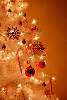 christmas tree ~ not that I'd get a fake white tree, but the delicate decorations are nice Christmas Time Is Here, Noel Christmas, Little Christmas, Winter Christmas, Christmas Lights, Vintage Christmas, Christmas Ornaments, Red Ornaments, Christmas Christmas
