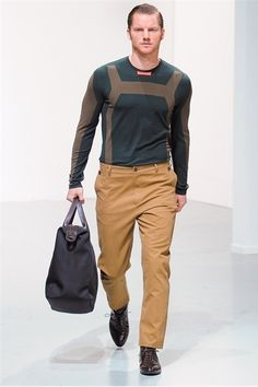 Great casual look, love the overnight bag...Ann-Marie