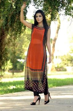 Latest Party Wear Dresses Collection by Sobia Nazir ~ Pakistani Designers Pakistan Fashion Shows Indian Fashion Dresses, Dress Indian Style, Fashion Outfits, Look Legging, Kurta Designs Women, Salwar Designs, Kurti Designs Party Wear, Pakistan Fashion, Party Wear Dresses