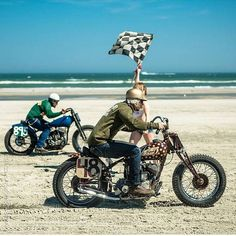 Vintage Bikes, Vintage Motorcycles, Custom Motorcycles, Vintage Cars, Harley Davidson, Go Dog Go, Bobber Chopper, Motorcycle Art, Racing Motorcycles