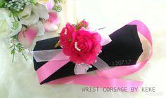 Wrist corsage,handcorsage,bunga tangan,mawar sifon dan mutiara sintetis