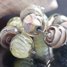 GlassBonBon beads | http://www.glassbonbon.com/ibe/sb4.jpg