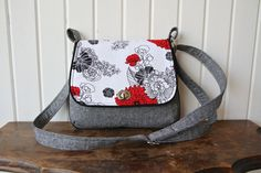 This mini messenger is a quick, easy sew with fun details such as piping and a twist lock closure on the flap. The flap is the perfect size to show off a small