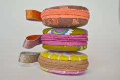"""Macaron en tissu """"Tea time"""", étui à bijoux, trousse macaron kawaii : Presentoir, boîtes par les3sardines"""