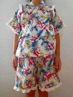 子供甚平の作り方!型紙なし簡単手作り!男の子女の子生地の選び方 | 春夏秋冬を楽しむブログ Baby Sewing, Floral Tops, Kids Outfits, Short Sleeve Dresses, Rompers, Stuff To Buy, Diy Stuff, Handmade, How To Wear