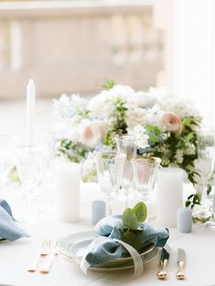 Floral decorations & table set for wedding day Wedding Photoshoot, Wedding Shoot, Wedding Day, Flower Centerpieces, Wedding Centerpieces, Floral Decorations, French Wedding Style, Beautiful Castles, Bridal Robes