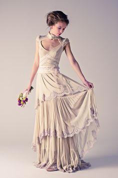 Érase una vez... COLECCIÓN UNO  Mod.Anaïs. Tul de algodón/ Encaje antiguo. Flores: Flowers by Bornay
