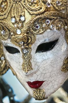 Venetian Masquerade Mask, if it didn't freak people out, I would wear one whenever the fancy struck me. Venetian Masquerade Masks, Venetian Carnival Masks, Carnival Of Venice, Masquerade Ball, Masquerade Costumes, White Masquerade Mask, Princess Photography, Venitian Mask, Costume Venitien