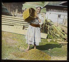 Karel Dvořák: Čičmany. Žena se zrním:1908 - 1914 Heart Of Europe, Folk Art, Embroidery, History, Nature, Travel, Beautiful, Country, Recipes