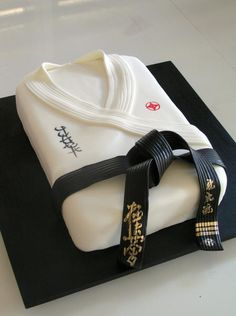 Love the Belt on this!  Karate Ghi top cake, the belt on this one is perfect!!!