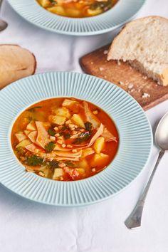 Az örök klasszikus: lebbencsleves | Street Kitchen Thai Red Curry, Ethnic Recipes, Kitchen, Foods, Food Food, Cooking, Food Items, Kitchens, Cuisine