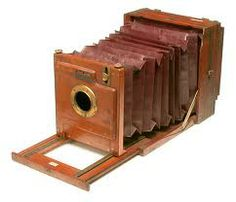 Say cheese! This photographic unit, known as the Bellows Camera, dates back to the and is made of mahogany with brass fittings. Edwardian Era, Victorian Era, Victorian Fashion, Old Cameras, Vintage Cameras, Antique Cameras, Cardboard Camera, Vintage Antiques, Vintage Items