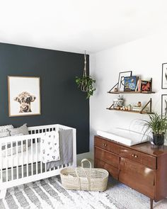Nursery / kids rooms cool kids rooms, nursery design и cribs. Baby Room Boy, Baby Bedroom, Baby Room Decor, Nursery Room, Nursery Decor, Navy Nursery, Accent Wall Nursery, Accent Walls, Dark Wood Nursery