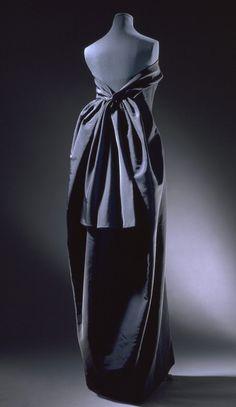 Evening dress    Cristóbal Balenciaga  1965-1966  Poult  Museum no. T.22-1974