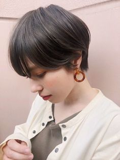 Best Bob Hairstyles & Haircuts for Women - Hairstyles Trends Asymmetrical Bob Haircuts, Layered Bob Hairstyles, Hairstyles Haircuts, Trending Hairstyles, Shot Hair Styles, Long Hair Styles, Bobs For Thin Hair, Corte Y Color, Love Hair