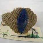 pulsera de macramé con lapislázuli