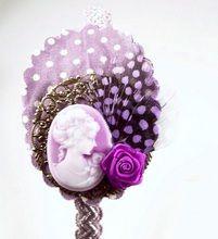 Diadema Bixut- Camafeo, plumas, flores de tela , lazos y piezas de metal. Floral, Rings, Flowers, Jewelry, Fabric Flowers, Feathers, Fascinators, Head Bands, Hair Bows