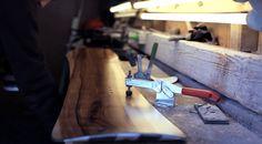 Pogo Boards par « We Make Them Wonder »  Les pionniers du snowboard Martin et Jogi ont fondé en 1983 Pogo Boards une entreprise qui réalise des snowboards longboards et skis le tout fait main et de façon artisanale.    Vous pouvez voir dans la vidéo ci-dessous la création d'un longboard avec un artisanat de qualité.