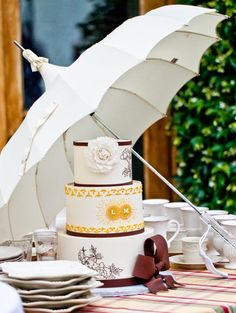 Wedding cake idea; Featured Photographer: Jules Bianchi Photography, Featured Cake: Sweet on Cake