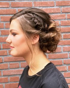 Prom updo • Salon du Trezo Prom Updo, Updos, Salons, Fashion, Moda, Lounges, Fashion Styles, Up Dos, Party Hairstyle