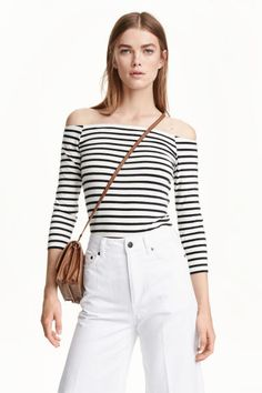 Off-the-shoulder top: Off-the-shoulder top in soft cotton jersey with 3/4-length sleeves.