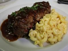 Meatloaf with Collard Greens and Mac and Cheese recipe from Robert Irvine via Food Network Robert Irvine, Cheese Recipes, Sauce Recipes, Meat Recipes, Drink Recipes, Yummy Recipes, Dinner Recipes, Yummy Food, Barbecue Sauce