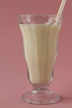 Malted Vanilla Milkshake - Made with homemade vanilla ice cream. Added 5 tablespoons of Ovaltine malt powder, and I could've used more. Really yummy! Vanilla Malt Milkshake Recipe, Milkshake Recipes, Milkshakes, Cold Stone Creamery, Non Alcoholic Drinks, Beverages, Cold Drinks, Ice Cream Floats, Malted Milk