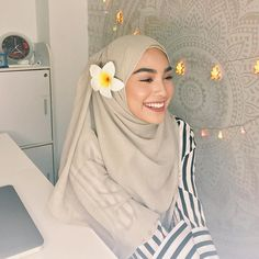 "36.6k Likes, 281 Comments - Sharifah Rose Sabrina (@sharifahrose_) on Instagram: ""II @umma.my aisya semi instant shawl now is my new fav """