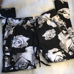 Hudson Floral Print Zipper Joggers Zippers on ankles, front pockets and backside. Black and white floral print joggers with tie waist. Brand new. Fit small or medium- made of cotton and elastane Hudson Jeans Pants