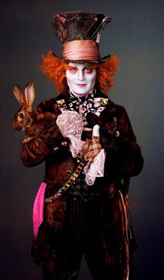 Jonny as the mad hatter in Alice in Wonderland. Costume design by Colleen Atwood. Johnny Depp Mad Hatter, Disney Infinity, Mad Hatter Pictures, Tarrant Hightopp, Gato Alice, Film Alice In Wonderland, Johnny Depp Characters, Crossy Road, Colleen Atwood