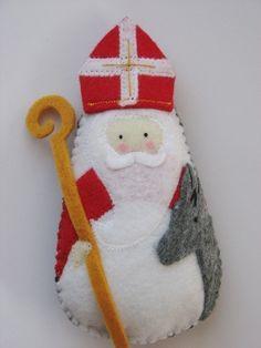 St Nicholas felt toy - make as tree ornament (inspiration only) Christmas Ornaments To Make, Felt Ornaments, Christmas Projects, Felt Crafts, Christmas Crafts, Softies, St Nicholas Day, Catholic Crafts, Felt Diy