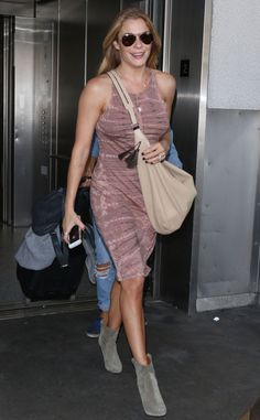 LeAnn Rimes stepped off a plane looking beyond fabulous in a mauve pink tank dress, suede gray booties and classic aviators!