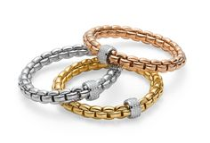 Flexible bracelets entirely made of gold and patented worldwide. Available in white, yellow and pink gold, it comes enriched with diamonds.
