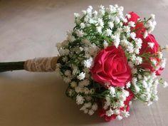 Buquê de noiva de rosas e mosquitinho