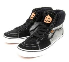 Vans 2010 Halloween pack - Show off your Halloween spirit with the Vans 2010 Halloween pack. This pack contains the ever-popular Hi and the both decked out with Hall. Spirit Halloween, Scary Halloween, Halloween Shoes, Halloween Costumes, Halloween Accessories, Monster, Skate Shoes, Trick Or Treat, Shoe Boots