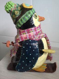 Pinguim esquiador - Papel Machê Quem não quer um objeto desse enfeitando a sua geladeira?????