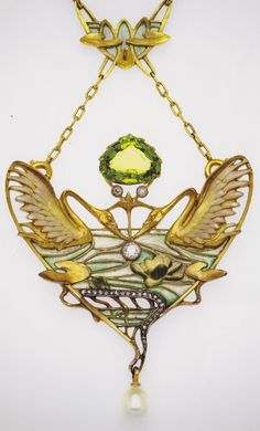 An Art Nouveau pendant necklace with two swans, by Lucien Gautrait for Léon Gariod, about 1900. Gold, enamel, diamond, pearl and peridot.
