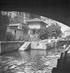 La conca di via Senato vista dal ponte di corso Venezia. 1920. Scoprite la storia dei navigli di Milano durante le nostre visite guidate: http://www.milanoarte.net/it/tour/tour-dei-navigli-e-della-milano-medievale
